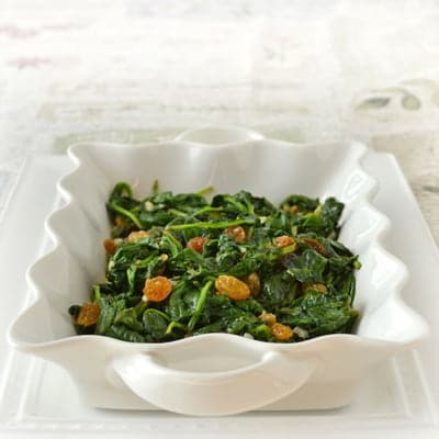 Spinach with Garlic and Raisins, a quick and healthy #sidedish by www.cookthestory.com