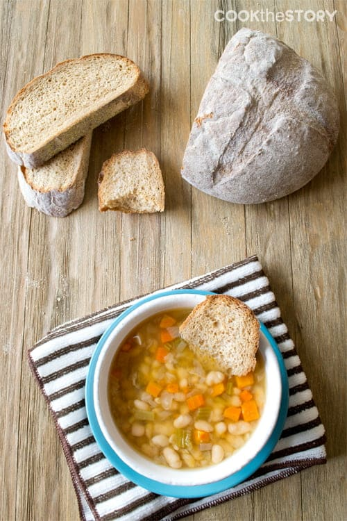Slow Cooker Italian Vegetarian Bean Soup #recipe #soup #SlowCooker #vegetarian