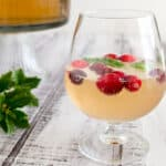 If you're having friends over for New Year's Eve, a delicious and festive drink solution is to serve a Champagne punch. Pour the ingredients into a pretty bowl and get ready for the countdown!